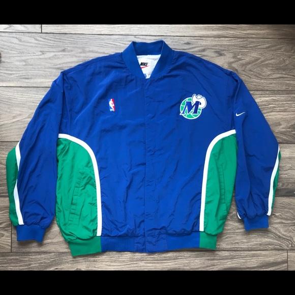 24dac18e501 Vintage Nike NBA Dallas Mavericks Warmup Men s L. M 5b088a515512fd7b57babb9d
